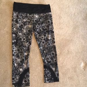 Lulu lemon black and white floral exercise capris